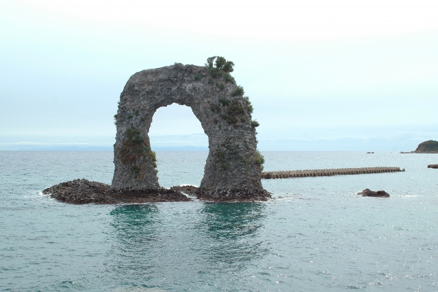 鍋釣岩(奥尻島東岸)