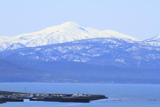 石狩湾と暑寒別岳