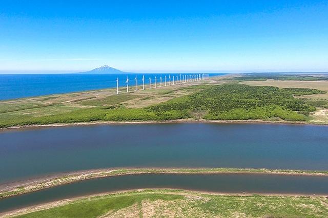 天塩川河口近くと風力発電所