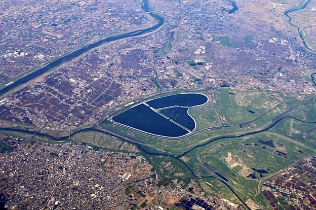 渡良瀬川遊水地(池の右側が栃木県。池の左側上部に三県境)
