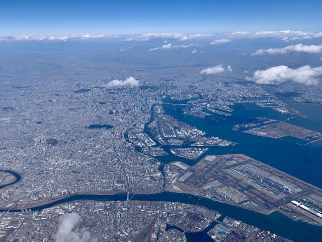 多摩川河口付近(画面下方が多摩川。画面右が羽田空港・東京湾)