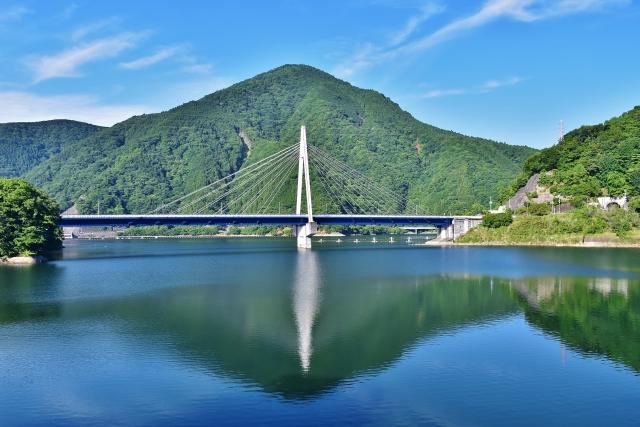 丹沢湖と永歳橋
