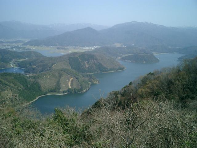 三方五湖(正面が水月湖、左奥が久々子湖)