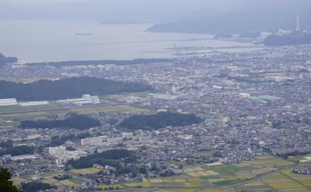 敦賀市内(左奥海岸部が気比の松原)