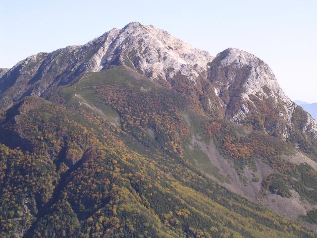 甲斐駒ヶ岳(画面右側や山梨県、左側が長野県)