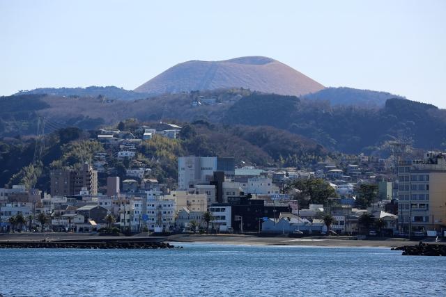 伊東市と大室山