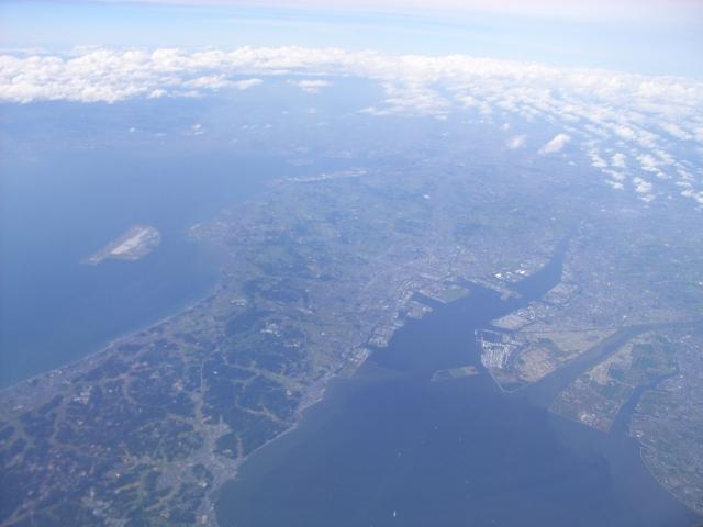 知多半島基部(左)と衣浦湾(中央やや右)