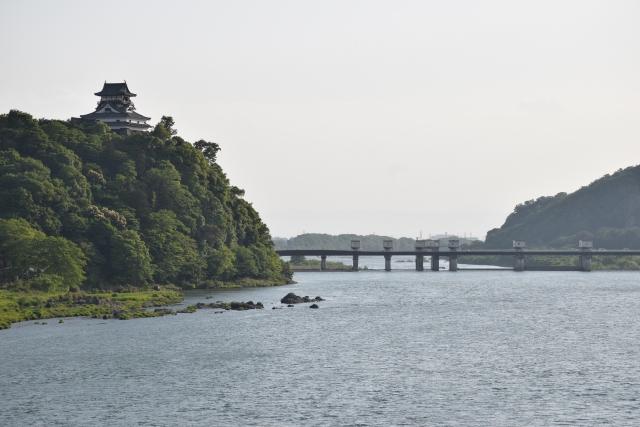 犬山城と木曽川(犬山市)