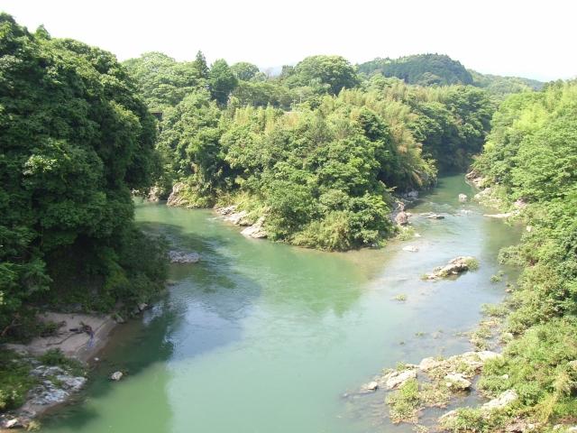 長篠城址 左が豊川上流、右が宇連川上流へ続く