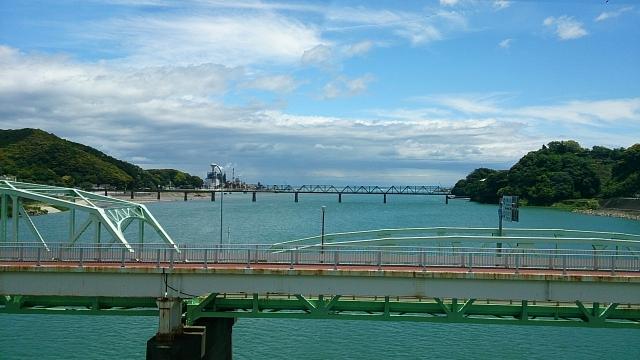 熊野川河口部 県境 画面右が和歌山県、左が三重県