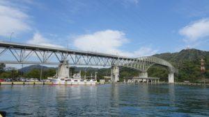 境水道大橋 境港市より。奥は島根県の島根半島