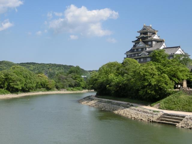岡山城 旭川 (左が後楽園)