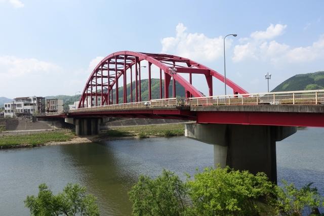 三次市の江の川にかかる巴橋 江の川右岸より