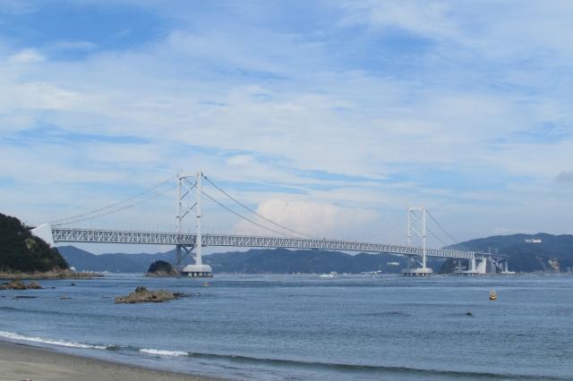 鳴門海峡大橋(鳴門市側 千鳥ヶ浜海岸より)