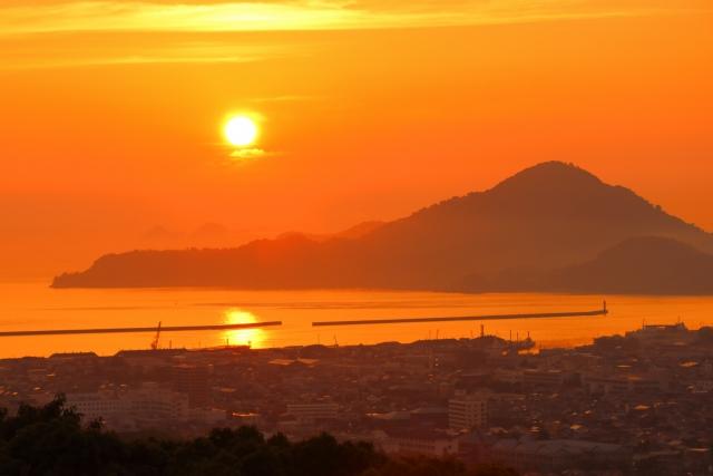 興居島。松山側から