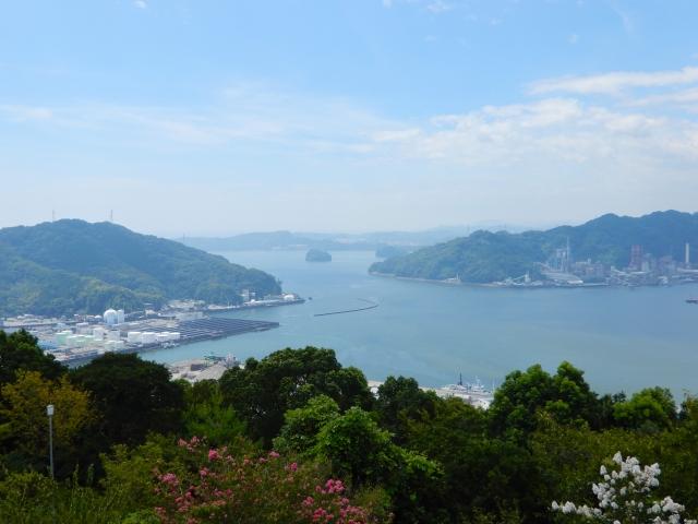 浦戸湾(五台山展望台より)奥が桂浜側