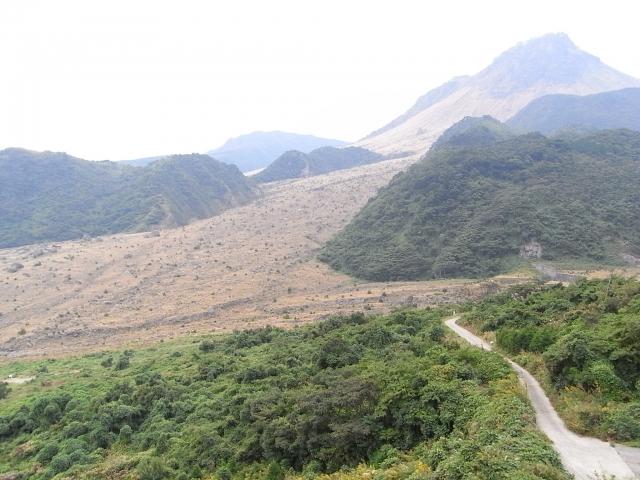 雲仙 平成新山(右上)